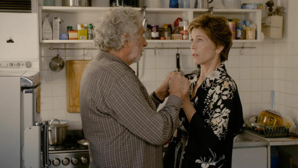ALDEREN TYNGER: Albert (Pierre Richard) og Jeanne (Jane Fonda) er blant pensjonistene som må se nærmere både på livet, kjærligheten og seksualiteten i Om noen skulle være i tvil: Jane Fonda er sexy fremdeles — og en vidunderlig varmekilde i dramakomedien «Hva om vi alle bodde sammen?».