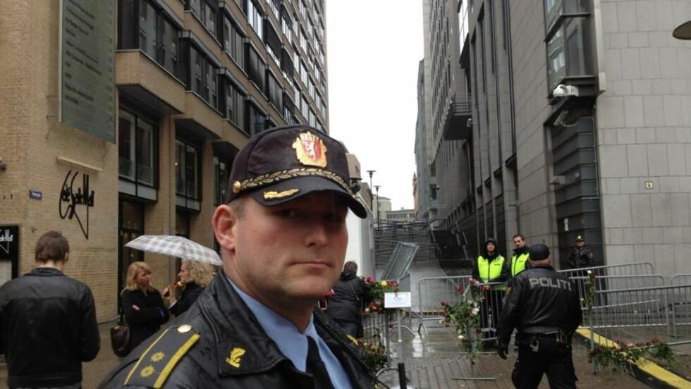 GJENOPPLEVDE 22. JULI: Torgeir Brenden var innsatsleder i Oslo-politiet 22. juli i fjor - og under rosetoget i Oslo sentrum i dag. MMS-foto: Torgeir P. Krokfjord