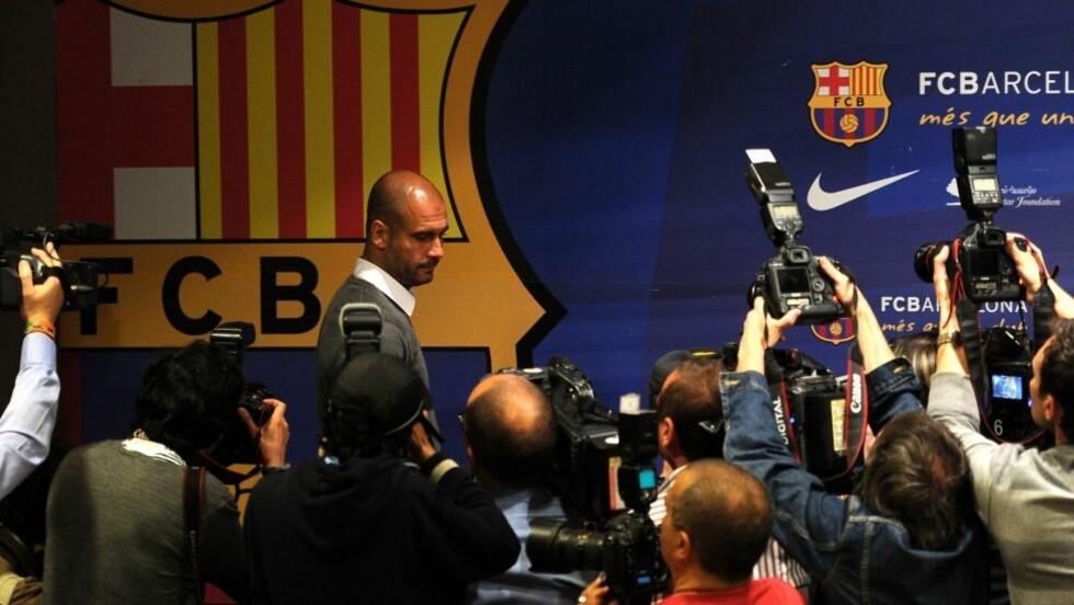 RØRT: Det var en tydelig rørt og beveget Pep Guardiola som møtte pressen i dag. Han bekreftet at han gir seg som Barcelona-trener. Foto: AFP Photo/ Josep Lago / NTB Scanpix