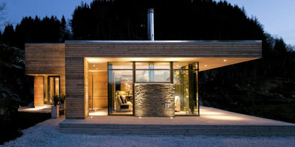 FERDIGHYTTER I SÆRKLASSE: Arkitekt Gudmundur Jonsson har tegnet denne hytta på  Bjergøy i Ryfylke slik at den passer for serieproduksjon.  FOTO: Jiri Havran