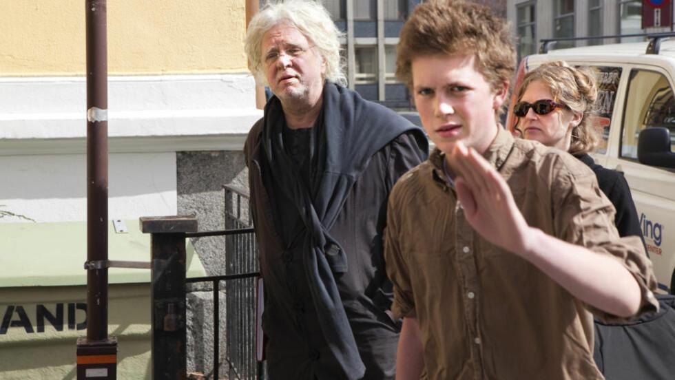 SEIRET: Arresten i Odd Nerdrums gård er opphevet. Her ankommer kunstmaleren Larvik tingrett sammen med kona Turid Spildo og sønnen for å forklare seg i forrige uke.  Foto: Andes Grønneberg