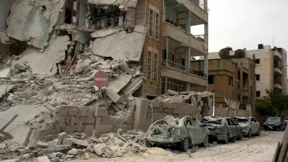 FLER BOMBER: Slik så et ut etter at to bomber fikk av i Idlib søndag. Foto: REUTERS/SANA