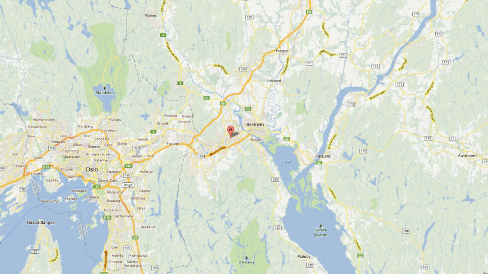 MISTENKELIG:  En mann ble funnet død ved en Kiwi-butikk på Strømmen ved 05.25-tiden i dag. Politiet foretar nå en rundspørring i området. Kart: Google Maps