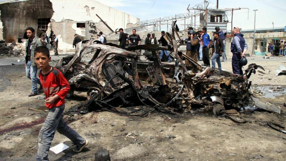 TILBAKE TIL START: Bare to timer etter at president Barack Obama seiste fra Kabul i natt gjennomførte Taliban et terrorangrep i seltrum i den afghanske hovedstaden.  EPA/S. SABAWOON