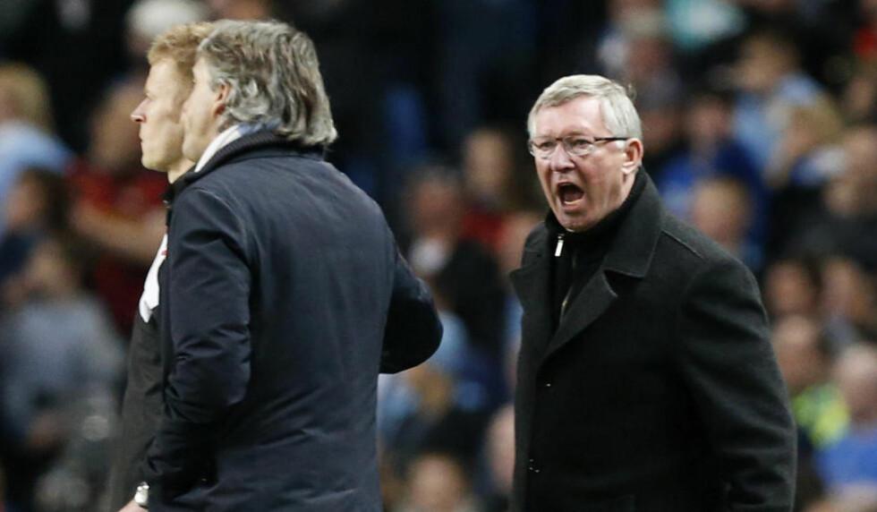 FIKK NOK: Alex Ferguson skjelte ut Mancini da Welbeck ble taklet stygt kvarteret før slutt. Foto: Matt Dunham/AP/NTB scanpix