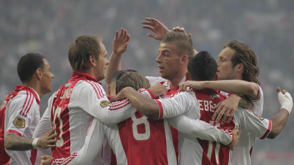 GULLGUTTER: Ajax har vunnet nederlandsk æresdivisjon for andre år på rad.Foto: SCANPIX/AP/Peter Dejong