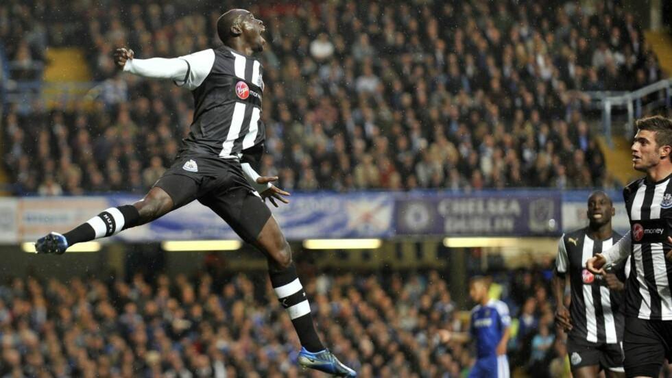13 på 12: Papiss Demba Cissé har scoret 13 mål på 12 kamper for Newcastle. Han scoret to mot Chelsea i går kveld.Foto: EPA / Andy Rain / NTB Scanpix