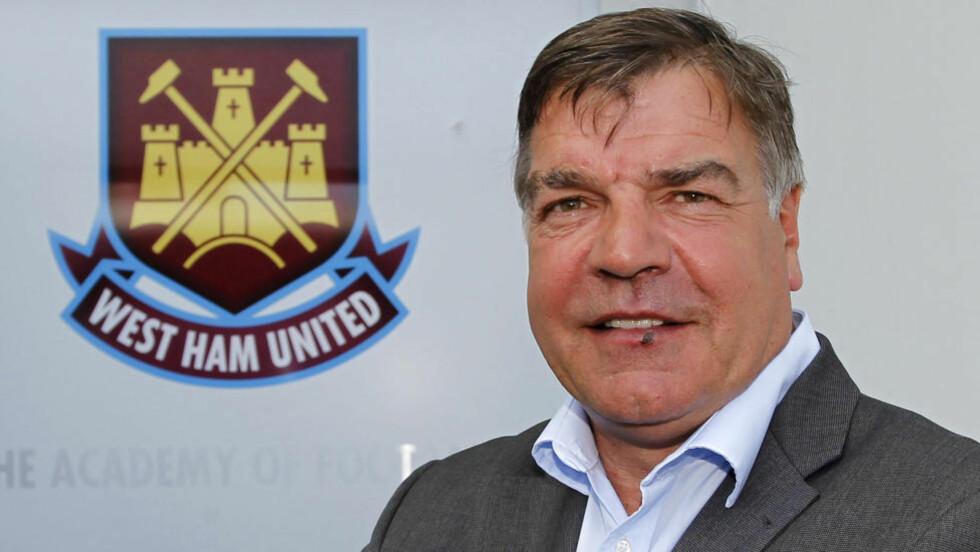 ET STEG NÆRMERE PREMIER LEAGUE: West Ham og manager Sam Allardyce. Foto: SCANPIX/AFP/IAN KINGTON