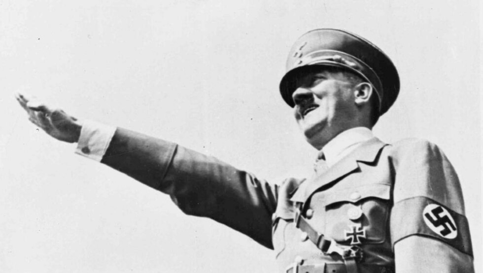 «MESSIASKOMPLEKS»? En nyoppdaget rapport fra 1942 slår fast at Adolf Hitler anså seg seg for å være en frelser, og beskriver utviklingen av paranoide trekk og vrangforestillinger hos føreren. Dette bildet ble tatt i 1938 under en tilstelning i Breslau i Tyskland. Foto: AP Photo/SCANPIX