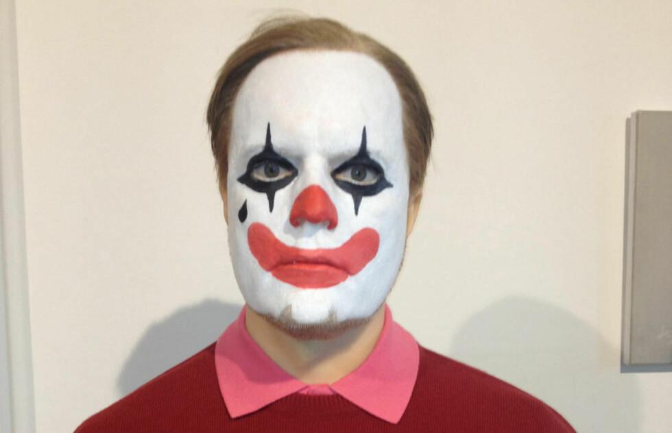 «THE CLOWN»: Morten Viskum provoserer med ny avstøpning av seg selv der han har trekk fra Anders Behring Breivik og klovnemaling i ansiktet. Dette har skapt sterke reaksjoner. Foto: Morten Viskum