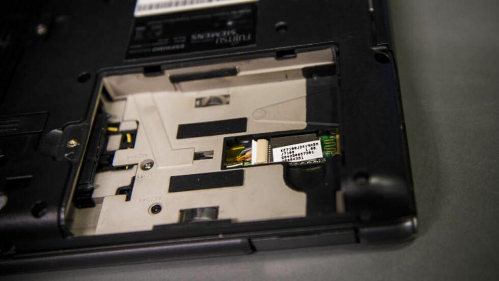 TOMT:  I dette tomrommet skal den nye harddisken settes inn. Husk at dette kan være annerledes på din PC. Foto: Håkon Eikesdal