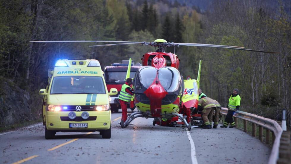 MC-ULYKKE: Én person er fraktet med luftambulanse til Ullevål sykehus etter en MC-ulykke ved Hanekleiva i Sande i Vestfold. Føreren skal ha mistet kontrollen og blitt slengt av sykkelen. Foto: Stener Kalberg