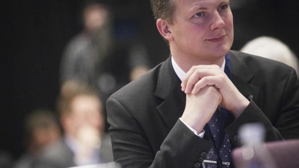 ÅPNER FOR ASYLAMNESTI: Hvis Venstre går med på å stamme inn asylpolitikken. Frps Ketil Solvik-Olsen på landsstyremøtet til Frp på Gardermoen fredag.  Foto: Kyrre Lien / NTB scanpix