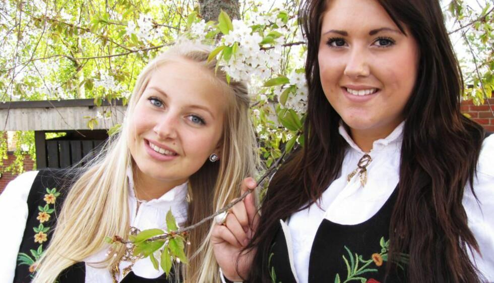 BESTEVENNER OG SØSTRE: Elisabeth (16) til venstre og Cathrine (17 år da bildet ble tatt) var ikke bare søstre, men også bestevenner, forteller deres far. Jentenes mor forteller om et helt spesielt forhold mellom de to søstrene. Foto: Privat