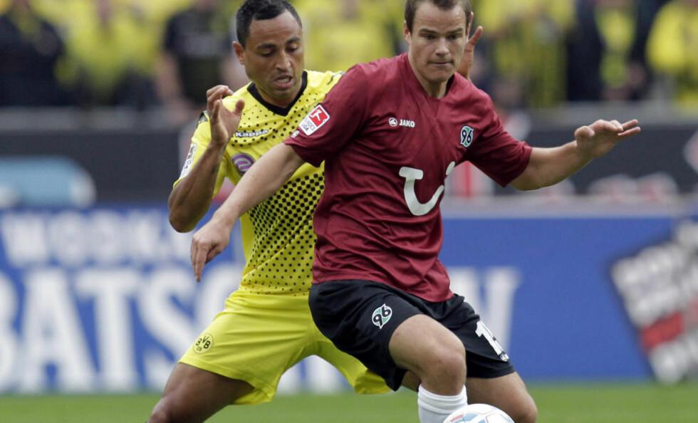 SLITER MED SPILLETID: Henning Hauger er usikker på om han vil fortsette karrieren i tyske Hannover. Etter sesongen vil han ta en prat med treneren. Foto: AP Photo/Michael Sohn