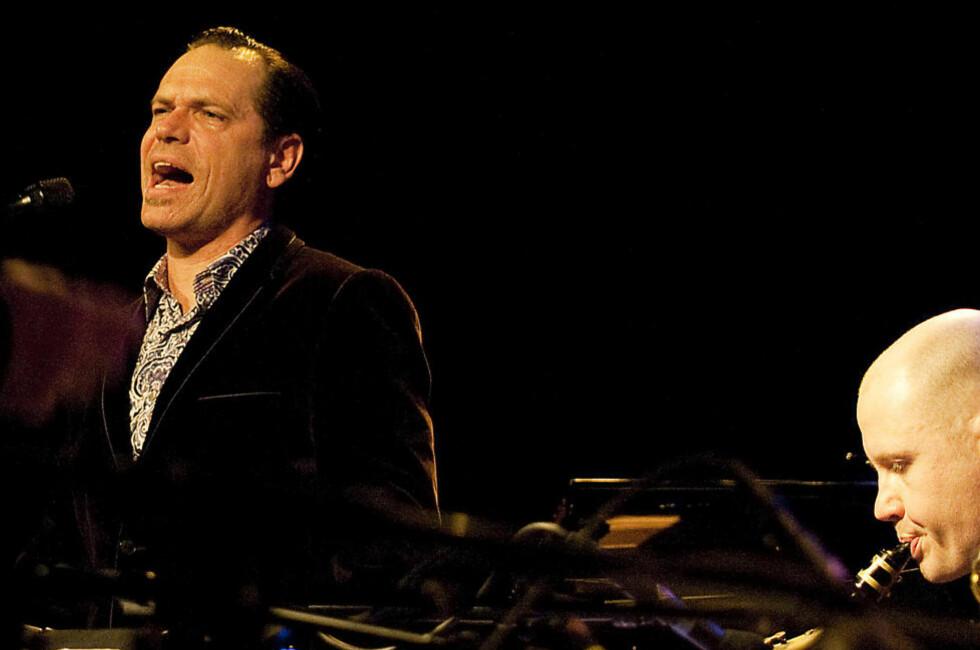 TIL OSLO: Kurt Elling, som også kommer til Nattjazz i Bergen nå i mai. Her er han i aksjon på Nasjonal jazzscene, Victoria, vinteren 2011. FOTO: TERJE MOSNES