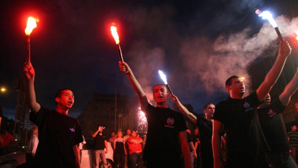 MILITANT MOTSTAND: På europeisk nivå er tegnene tydelige: tettere integrasjon og strammere disiplin ovenfra, vil bli møtt med militant motstand, skriver artikkelforfatteren. Her feirer greske nynazister valget siste uke. Foto: AFP /Sakis Mitrolidis