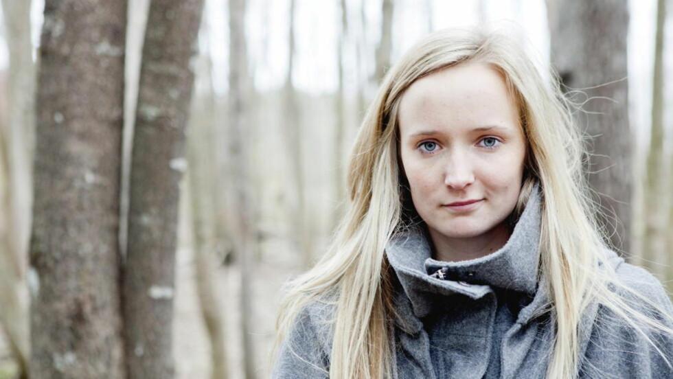 """UNG FORFATTER: Eline Johnsen Helledal har skrevet boken """"Broren min"""" om brorens rusavhengighet.   Foto: Elisabeth Sperre Alnes"""