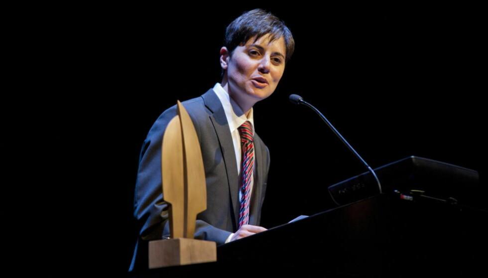 FIKK PRIS: Sara Azmeh Rasmussen ble i kveld tildelt Fritt Ords Pris for sitt modige og kompromissløse engasjement for individets ukrenkelighet, for ytringsfrihet og religionskritikk. Foto: Fredrik Varfjell/NTB scanpix