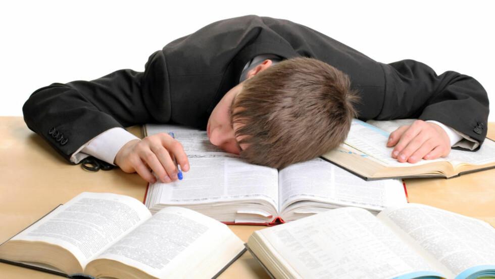 ZZZZzzz: Forskning antyder at ungdommer som får sove ut om morgenen gjør det bedre på skolen. Foto: Colorbox
