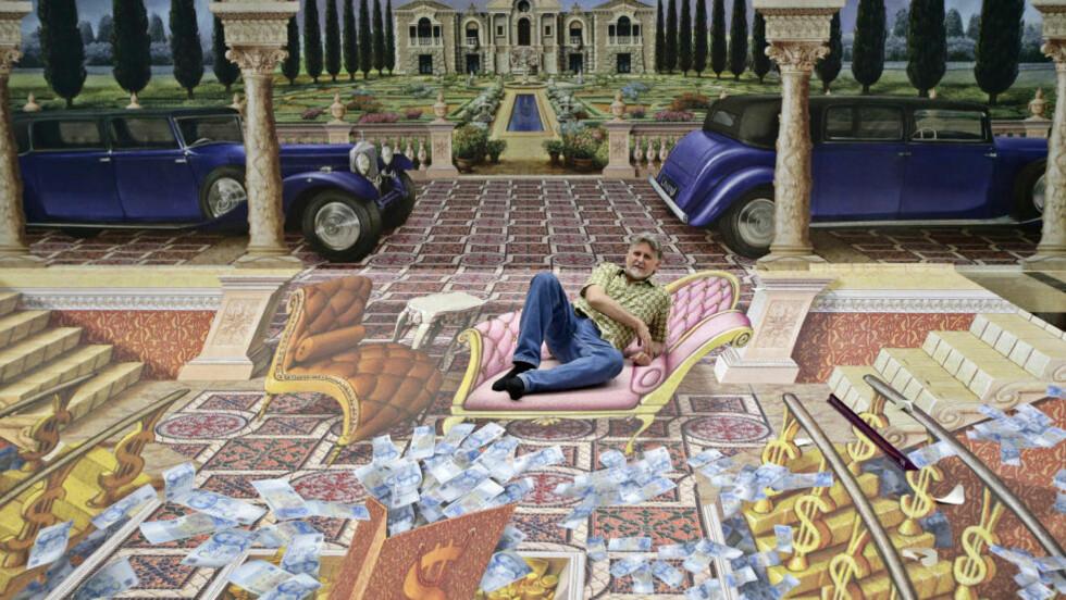 MILLIONÆR: Kunstner Kurt Wenner slapper av i stolen på sin nye illustrasjon «Millionaire Life 3D Illusion». Ved bruk av matematiske teknikker, regner han ut et ganske så perfekt perspektiv. Foto: REUTERS/TIM CHONG