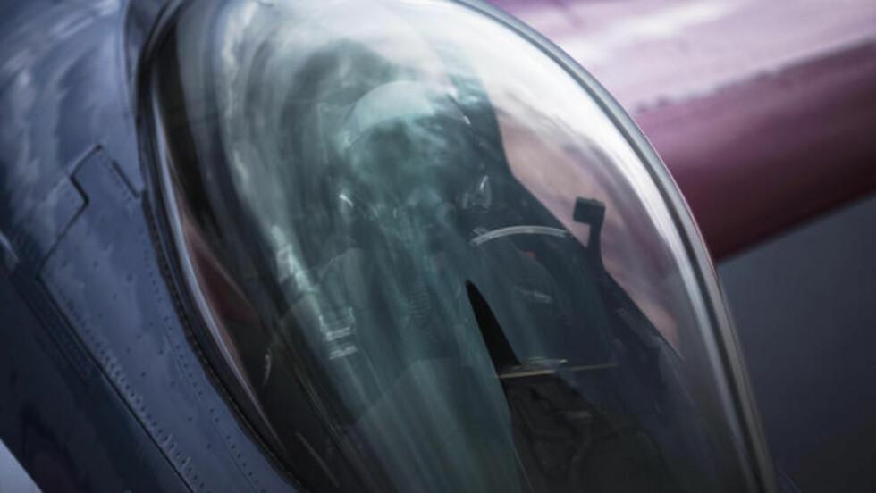 JUBILEUMSFARGER:  F16-maskina er nylakkert i jubileumsfarger. Dette var den første turen med de nye fargene. Foto: Forsvarets mediesenter / Ole Gunnar Henriksen Nordli