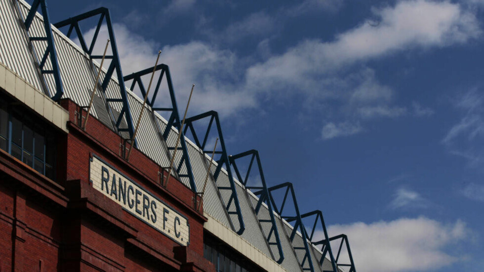 AKSEPTERTE BUD: I februar ble Rangers satt under administrasjon. Nå kan framtiden til den skotske fotballklubben Rangers kan være sikret. Klubben aksepterte et bud fra forretningsmannen Charles Green søndag. Foto: Reuters / David Moir / NTB Scanpix