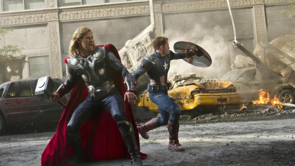 SUVEREN: Kinopublikummet får ikke nok av Thor (Chris Hemsworth), Captain America (Chris Evans) og de andre superheltene i «The Avengers». Foto: Filmweb