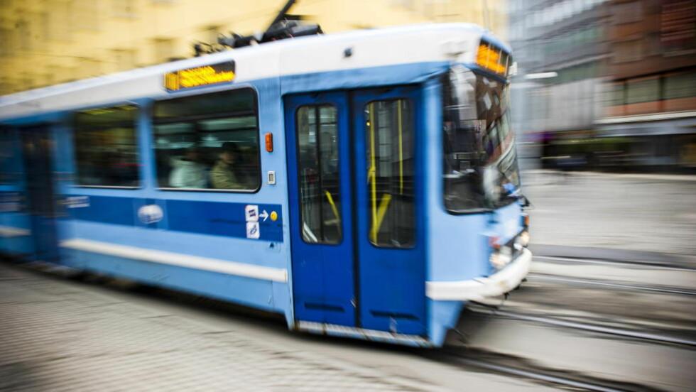 I DÅRLIG STAND: Oslo-trikken er i elendig forfatning. En ny rapport sier det er overraskende at det ikke skjer flere ulykker med trikk i Oslo. Foto: Håkon Eikesdal / Scanpix
