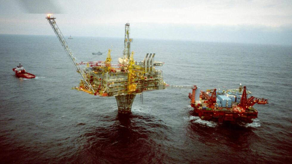 BØR BRUKES TIL INFRASTRUKTUR: «Er det virkelig fornuftig å investere alle våre oljeinntekter i våre konkurrentlands bedrifter samtidig som norsk infrastruktur forfaller og konkurranseevnen svekkes?» spør artikkelforfatterne. Foto: Jon Eeg/NTB scanpix