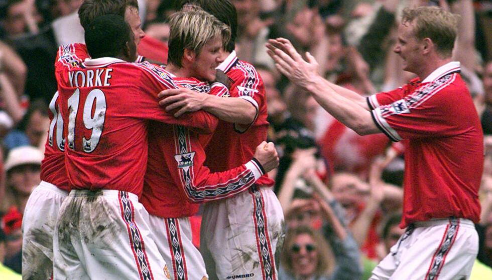 TITTELEN: United feirer etter at David Beckham har utlignet mot Tottenham. Manchester United vant 1998/99-sesongen ved å vinne denne kampen. Foto:AP Photo/Adam Butler