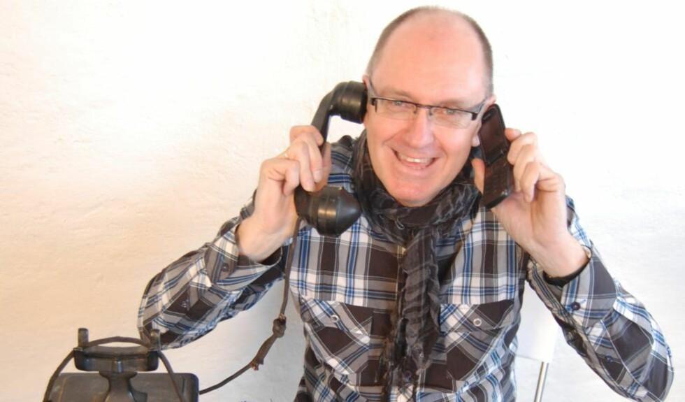 LURER SELGERE: Forfatter og kirkearbeider Trygve Wikstøl deler sine tips til hvordan du blir kvitt innpåslitne telefonselgere i humorboka  «Hallo, er jeg hjemme?».