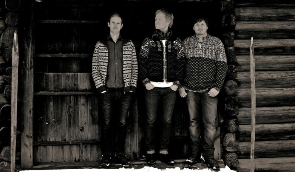 BALLROGG:  Klaus Ellerhusen Holm, Ivar Grydeland og Roger Arntzen er i hyttestemning på «Cabin Music», Ballroggs første trioalbum. FOTO: HJEMMESIDE/JØRN STENERSEN