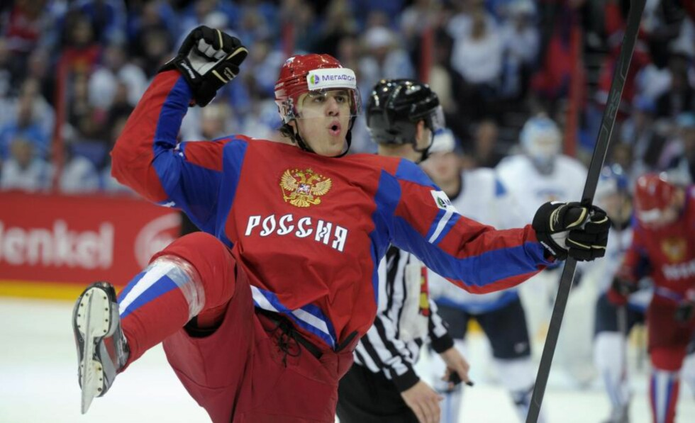 HAT TRICK-HELT: Jevgenij Malkin scoret tre av målene da Russland slo Finland 6-2 og tok seg til VM-finale. Foto: AP Photo / LEHTIKUVA, Markku Ulander / NTB Scanpix