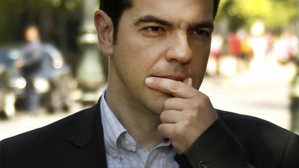 GAMBLER: Her ankommer Alexis Tsipras presidentpalasset i Athen for et møte med de andre greske partilederne på onsdag denne uken. Tsipras' parti Syriza har steget voldsomt i popularitet på grunn av kraftig motstand mot EUs sparepolitikk, og forsøker nå å presse EU-landene til å lette på kravene. Foto: REUTERS/Yorgos Karahalis/NTB Scanpix