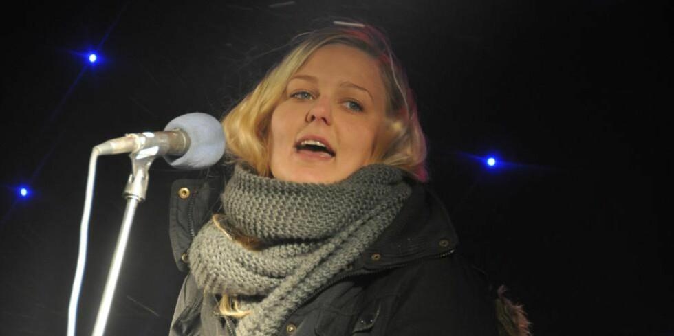 STERKT VITNEMÅL:  Renate Tårnes avga et sterkt vitnemål i Oslo tingrett i dag. Her fra en konsert hun holdt på Utøya før tragedien.  Foto: Paul Aage Hegvik/ Fosna-Folket