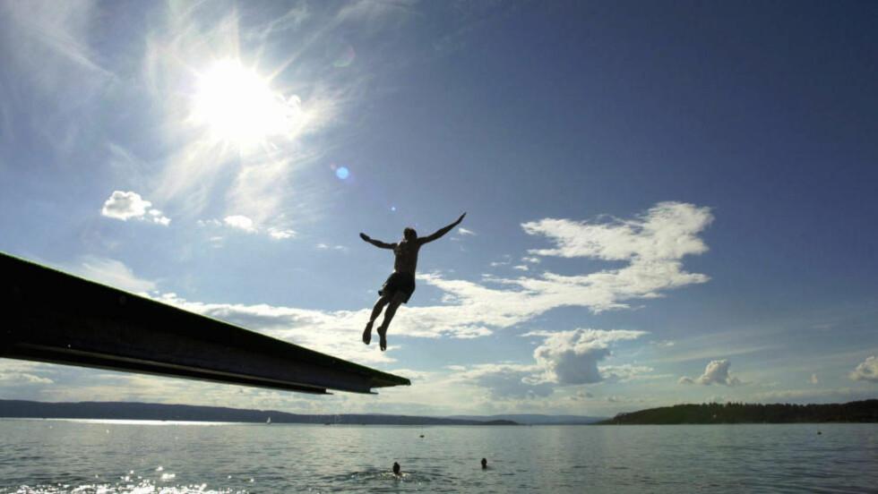 Sol, sol og atter sol: Meteorologene melder varmebølge i Sør-Norge hele uka og godt over helga. Det er fortsatt kaldt i vannet, men temperaturen i lufta vil krype opp mot 25 varmegrader og kanskje høyere. Foto: Cornelius Poppe / SCANPIX