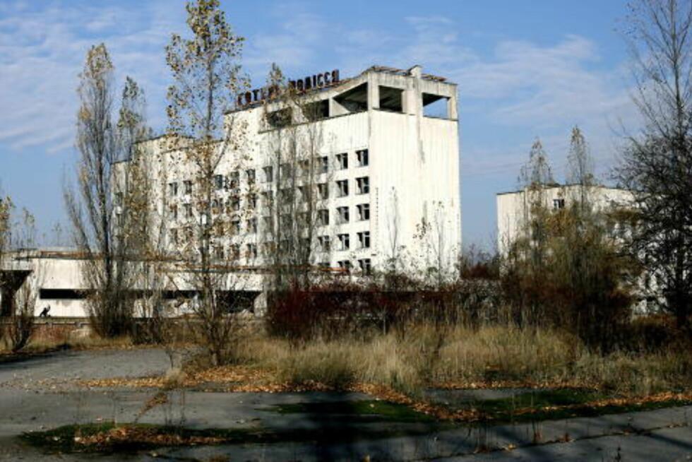 SPØKELSESBY: Den hastig evakuerte byen Pripyat, hvor det bodde 50.000 mennesker, står i dag igjen som et skremmende monument over atomkraftverk-ulykken i 1986. Foto: Henning Lillegård/Dagbladet
