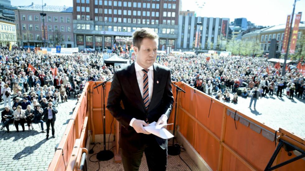 Oslo  20120501. Arbeidernes internasjonale kampdag 1. mai markeres i Oslo. AUF-leder Eskil Pedersen på talerstolen på Youngstorget. Foto: Krister Sørbø / NTB scanpix