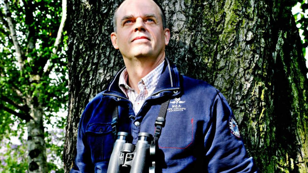 LYDENES KONGE: Den svenske fotografen og forfatteren Jan Pedersen har gjort suksess i Norge med boka «Fuglesang». Nå er globertrotteren og naturforskeren ute med en ny bok, «Ville dyr», der du kan lese om og høre hundre forskjellige dyreslag. Foto: Jacques Hvistendahl