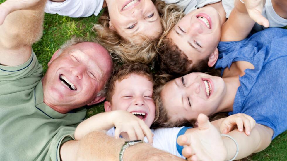 LYKKELIGE I NORD:  Tre av fire nordmenn har flere positive enn negative opplevelser i løpet av en dag, viser den siste «lykkerapporten» fra OECD. Illustrasjonsfoto: Colourbox.