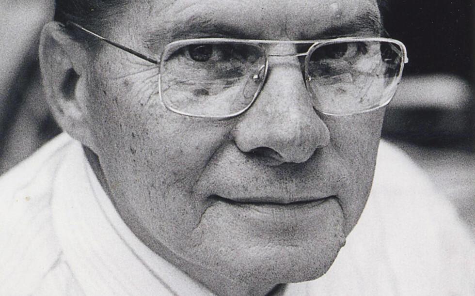 OPPFINNER AV FJERNKONTROLLEN: Mannen som oppfant fjernkontrollen, og som dermed lenket millioner av TV-tittere til sofaen, er død. Eugene Polley ble 96 år gammel. Som belønningen for sin historiske oppfinnelse fikk han en bonus på 2 000 dollar, og i 1997 fikk han Emmy-pris for sitt bidrag til fjernsynet. Foto: LG Electronics / AP Photo / Ntb Scanpix