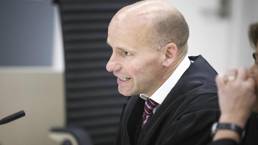KREVER SVAR:  Geir Lippestad er ikke fornøyd med Den rettsmedisinske kommisjons (RMK)s siste svar om Breiviks tilregnelighet. Foto: Bjørn Langsem / Dagbladet.