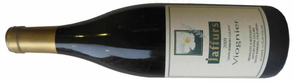 AMERIKANSK SEKSER: Jaffurs Viognier Santa Barbara 2009 er en strålende vin til kylling, svin og lys fugl.