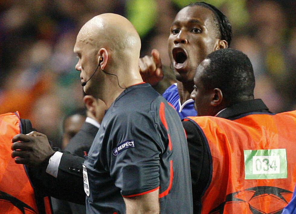 ANGRENDE SYNDER: Didier Drogba gir tydelig uttrykk for at han gjerne skulle vært utskjellingen av Tom Henning Øvrebø foruten.Foto: AP Photo/Jon Super/NTB scanpix