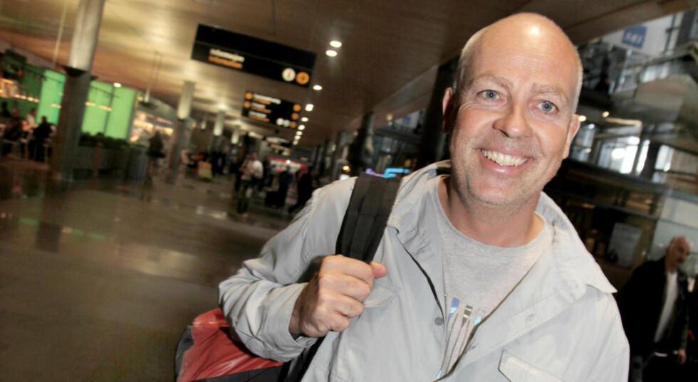 TILBAKE I NORGE: Fredag kom John Sörbö hjem til Norge, etter å ha sittet tre uker i fangenskap i et militærfengsel i Sudan. Han ble pågrepet 28. april da han var på et fem dagers rutineoppdrag i Sør-Sudan for å kvalitetsikre et mineryddingsprosjekt. Her fra ankomsten på Gardermoen. Foto: Eivor Eriksen / Norsk Folkehjelp