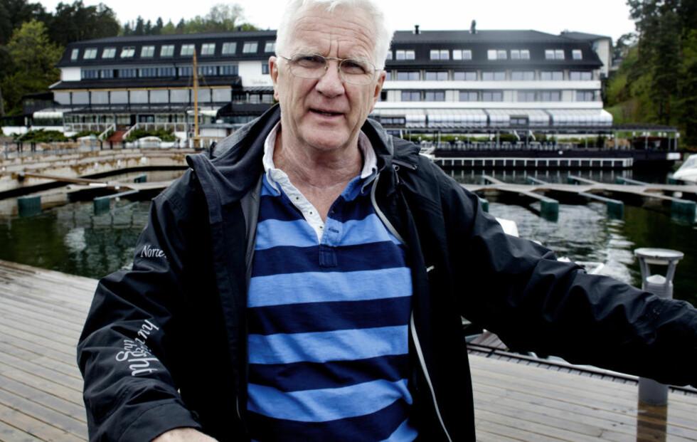 REDAKTURBO: Enda godt det er finvær i Norge fra tid til annen. Trygve Hegnar er så travel med å mene ting i avisa si at han ikke synes han kan reise på lange utenlandsturer. Foto: Sveinung U. Ystad