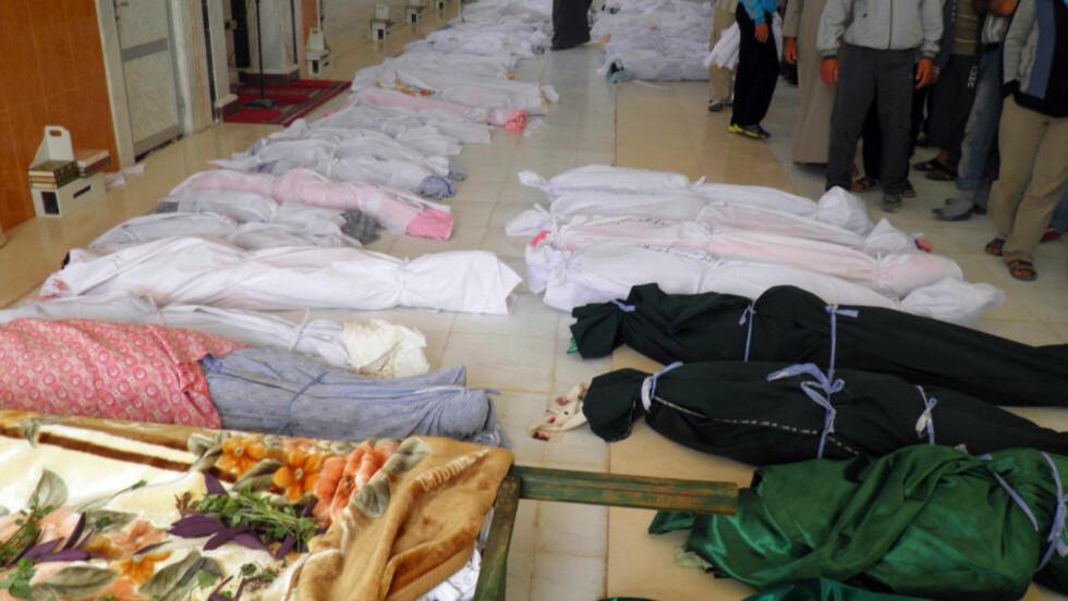 92 DREPT: FNs observatørstyrker uttaler at 32 av de drepte var barn. Nå samles Den arabiske liga til krisemøte etter den brutale massakren. Foto: AFP PHOTO/SHAAM NEWS