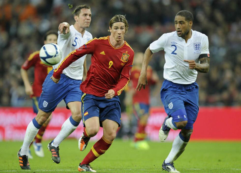 TIL EM: Fernando Torres får være med Spania til EM. Her i kamp mot England i fjor. Foto: AP Photo/Bogdan Maran