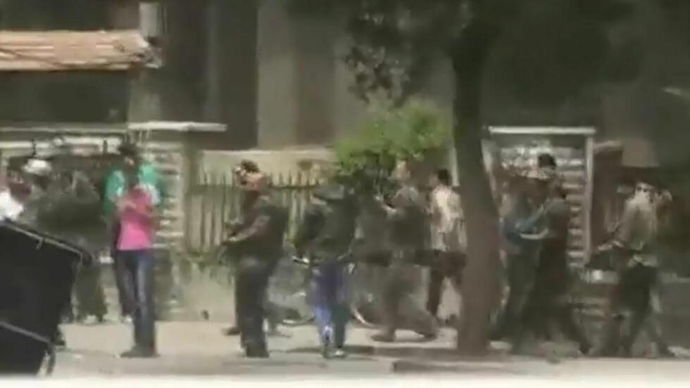 KAMPER: Her pågår kamper i byen Hama. Foto: YouTube